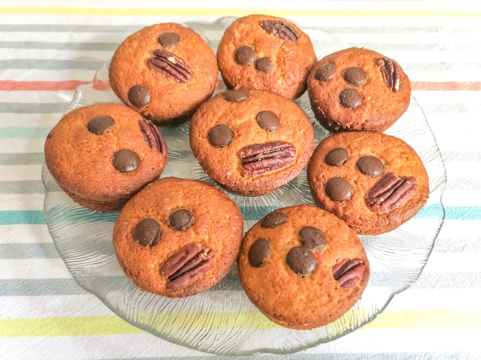 a plate with muffins
